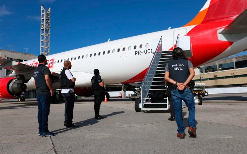 Presos em São Paulo, colombianos foram trazidos para Salvador nesta sexta-feira (17) (Foto: Divulgação/SSP-BA)