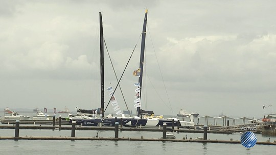 Marinha localiza veleiro com franceses que ficou à deriva e inicia reboque para Salvador