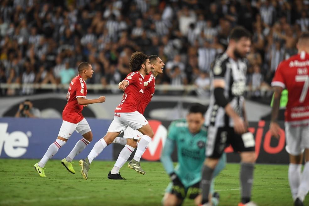 Guerrero marcou o gol da vitória sobre o Botafogo — Foto: Ricardo Duarte / Inter, DVG