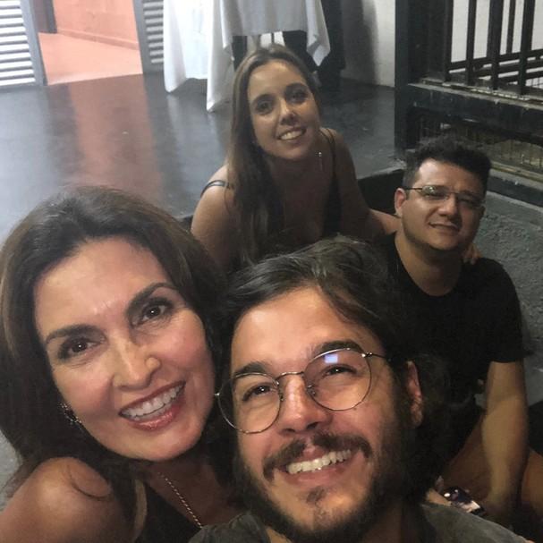 Túlio Gadêlha e Fátima Bernardes curtem show de Ney Matogrosso (Foto: Instagram/Reprodução)