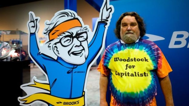 """Warren Buffett é uma celebridade no mundo dos investidores financeiros; a reunião anual de sua companhia Berkshire Hathaway é considerada a """"Woodstock do capitalismo"""" (Foto: AFP via BBC News Brasil)"""