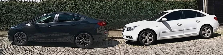 Chevrolet Cruze Black Bow Tie 2019 e um Cruze da geração anterior (2011-2015)