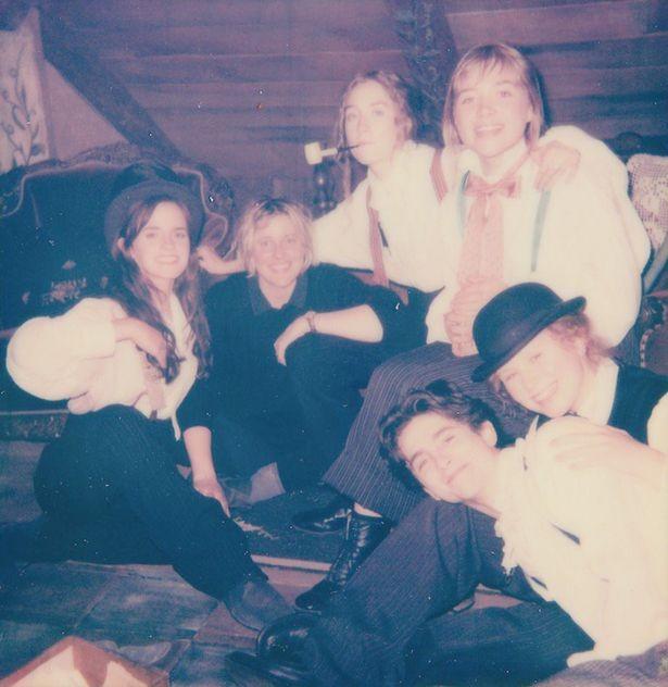A foto compartilhada por Emma Watson mostrando os bastidores do remake de Adoráveis Mulheres (Foto: Twitter)