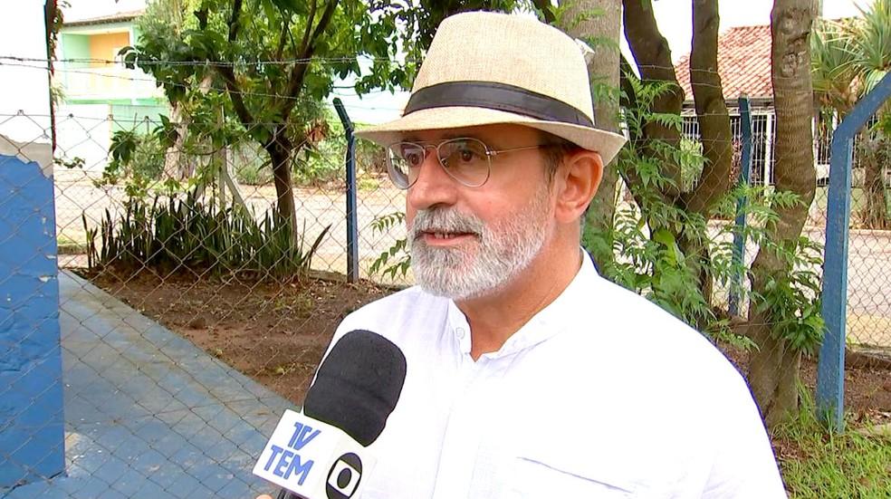 Rafael Colombo Filho, supervisor da Zoonoses de Marília, admite dificuldade em eliminar criadouros de difícil acesso (Foto: Reprodução/TV TEM)