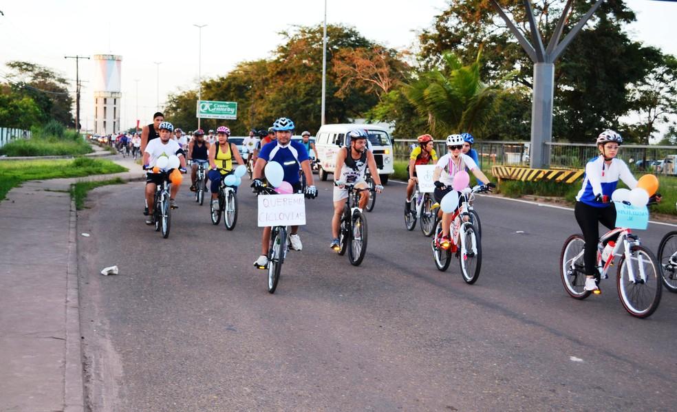 Ciclistas pedem mais respeito e sinalização no trânsito — Foto: Jonhwene Silva/ArquivoGE-AP
