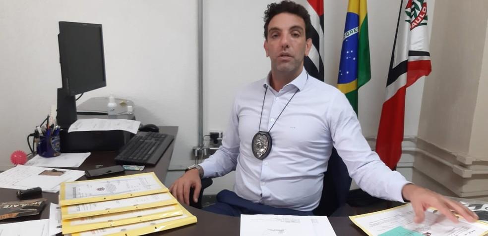 Delegado César Saad, titular da Drade, cuida de oito inquéritos de manipulação de resultados no momento — Foto: Vicente Seda