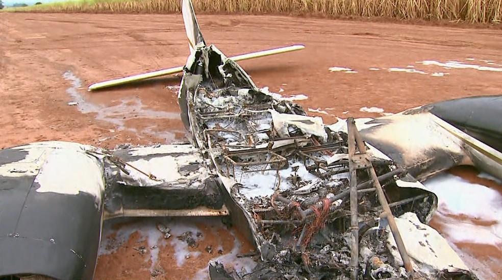 Asas e cauda da aeronave não foram atingidas pelo fogo após pouso em Barretos, SP (Foto: Reprodução/EPTV)