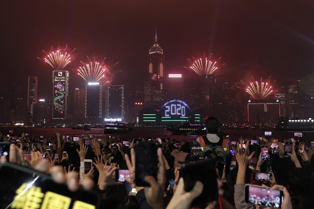 Fogos marcam a entrada de 2020 em Hong Kong — Foto: AP Photo/Lee Jin-man