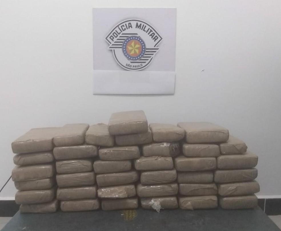 Polícia Militar Rodoviária apreendeu tijolos de maconha em Avaré (SP) — Foto: Polícia Militar Rodoviária/Divulgação