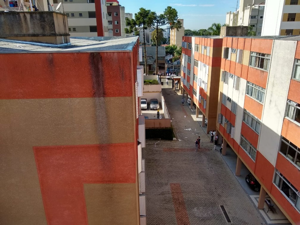 Estilhaços da explosão atingiram vários prédios vizinhos — Foto: Cassiano Rolim/RPC
