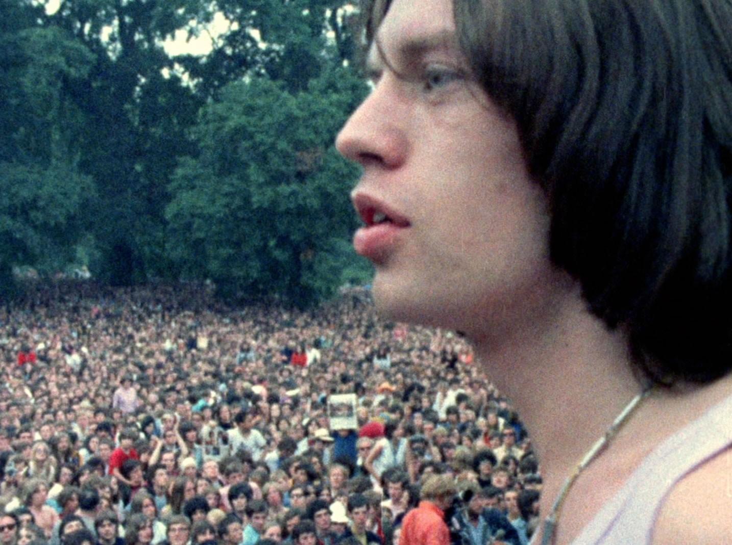 Mick Jagger durante um show em Londres dois dias após a morte de Jones