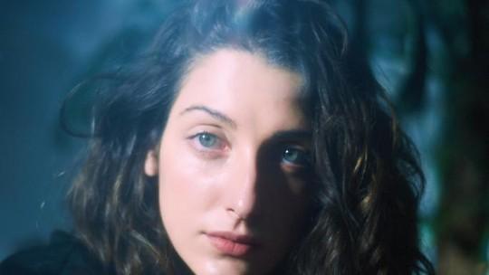 Clarice Falcão fala de depressão em novo álbum e diz como é ficar nua em 'Shippados': 'Fácil não é'