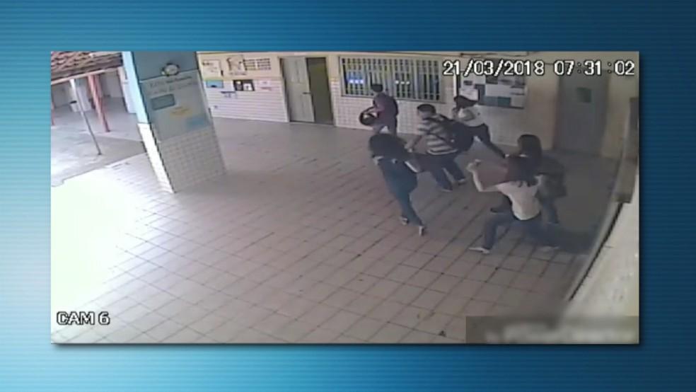 Homem armado faz arrastão em escola do RN (Foto: Reprodução)