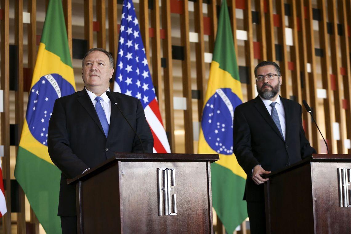 O secretário de Estado norte-americano, Mike Pompeo, e o ministro de Relações Exteriores (MRE), Ernesto Araújo, no Palácio Itamaraty (Foto: Marcelo Camargo/Agência Brasil)
