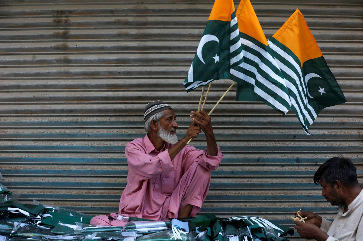 Índia começa a suspender bloqueio da Caxemira