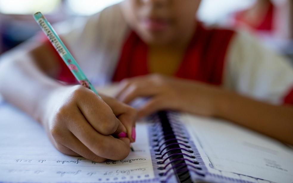 IBGE considera analfabetismo quem não sabe ler e escrever um bilhete simples. — Foto: Mayke Toscano/GCOM-MT