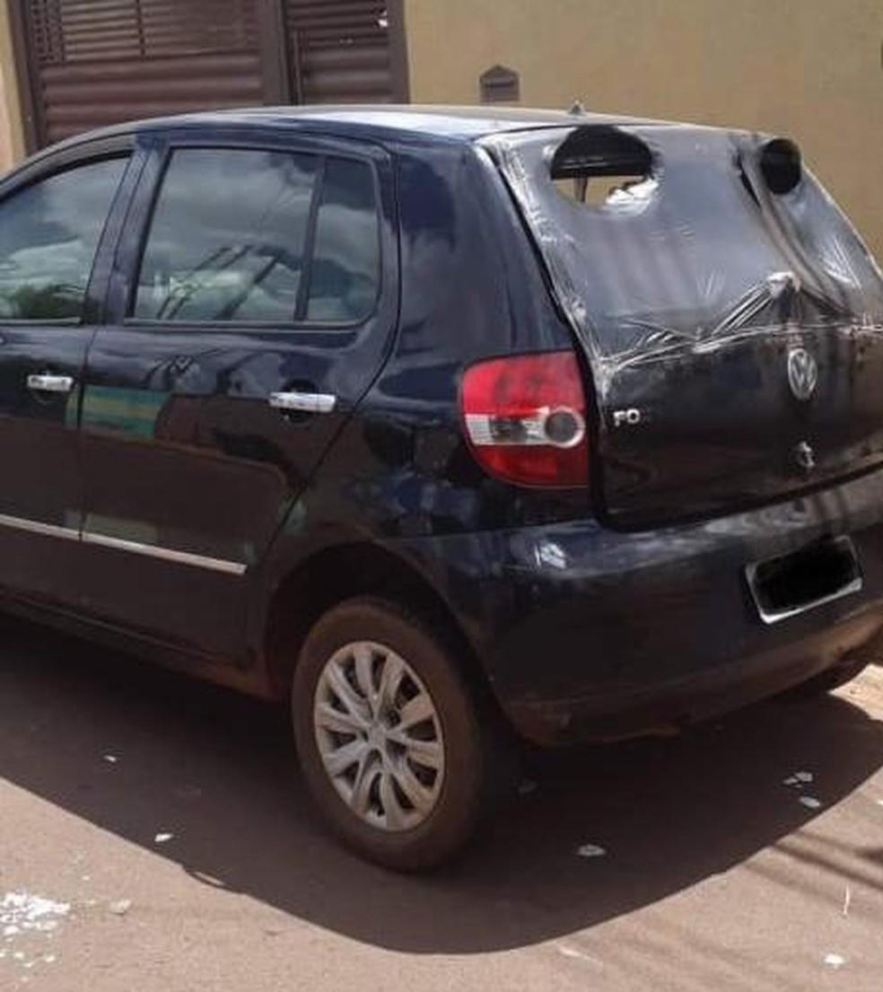 Carro teve danos após possível incêndio criminoso em MS — Foto: Polícia Civil/Divulgação