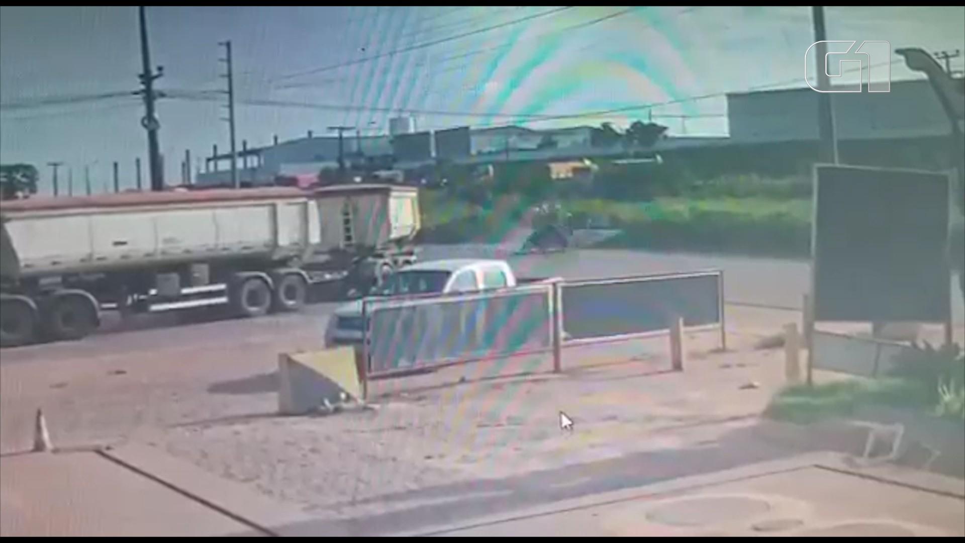 VÍDEO: motociclistas morrem após motos colidirem na BR-135 em São Luís