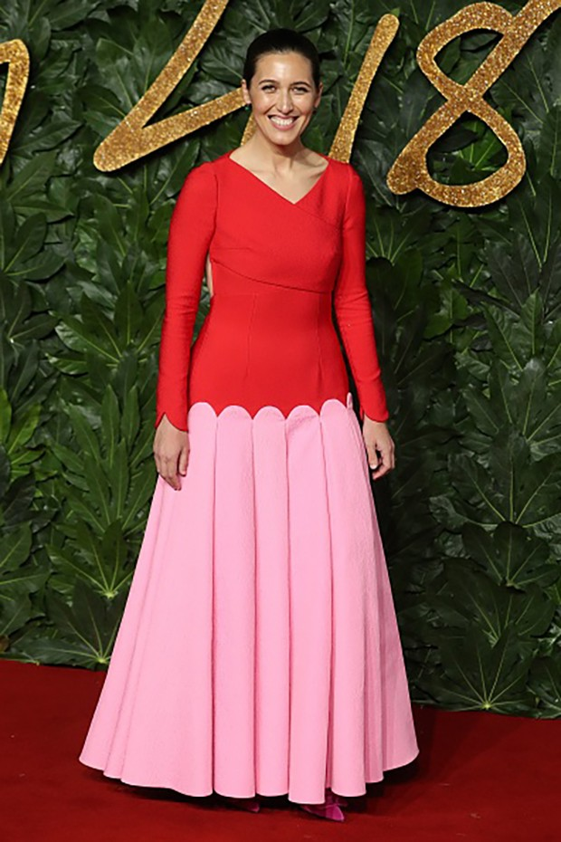 New Zealand-born fashion designer Emilia Wickstead poses on the red carpet upon arrival to attend the British Fashion Awards 2018 in London on December 10, 2018. - The Fashion Awards are an annual celebration of creativity and innovation will shine a spot (Foto: AFP/Getty Images)