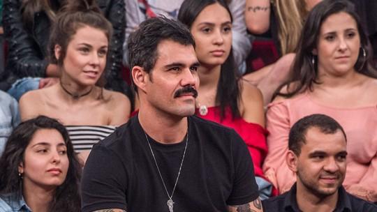 Juliano Cazarré fala sobre a chegada do terceiro filho: 'Estou muito curioso'
