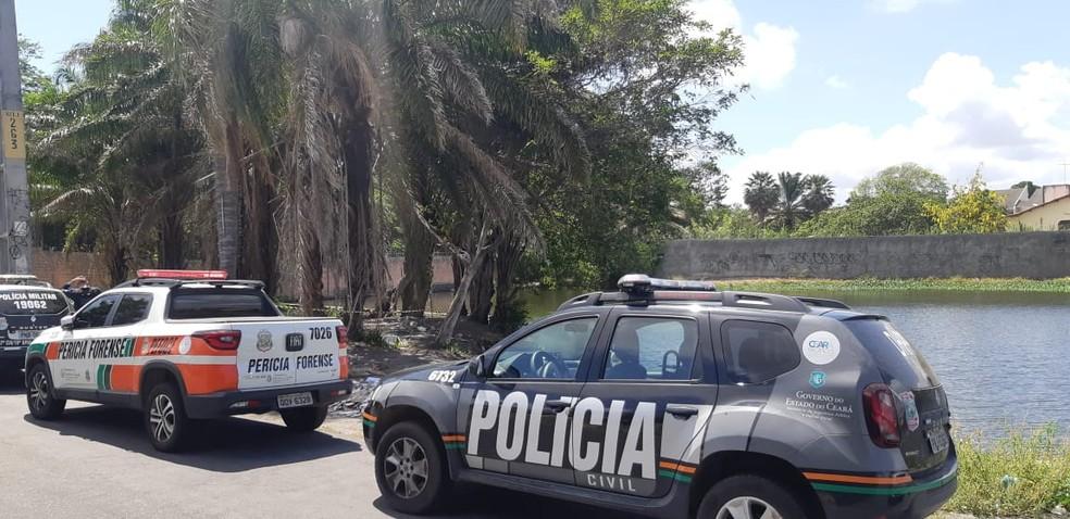 Corpo de bebê de 6 meses é encontrado às margens de lagoa com sinais de estrangulamento em Fortaleza. — Foto: Leábem Monteiro/Sistema Verdes Mares