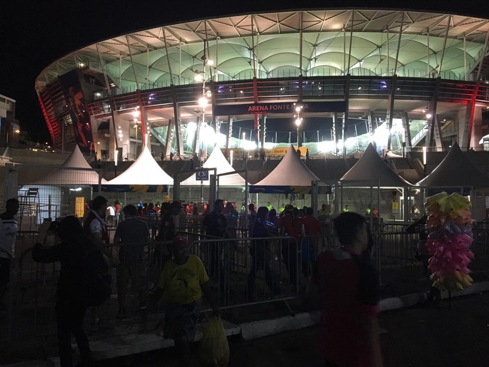 Torcedores chegam na Arena Fonte Nova, em Salvador, para partida da Copa América em 2019 — Foto: João Souza/G1