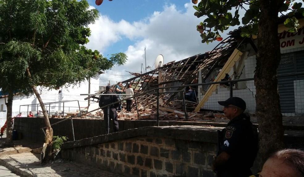 Prédio desabou após explosão em caixa eletrônico em Nísia Floresta (Foto: Shâmala Jewur/ InterTV Cabugi)
