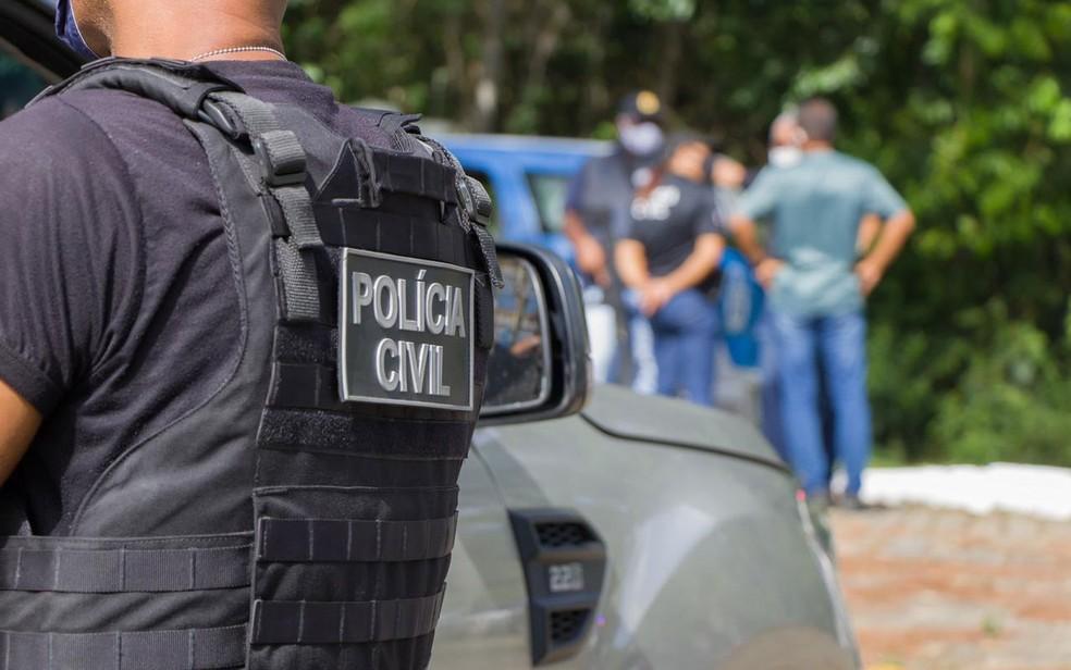 Suspeitos são presos por policiais civil da Bahia por sequestrar e roubar policial militar da reserva em Salvador — Foto: Divulgação/Polícia Civil