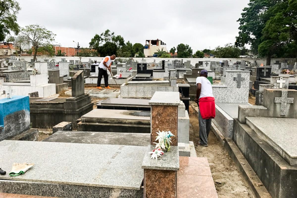 Cemitérios de Campos, RJ, são preparados para feriado de Finados