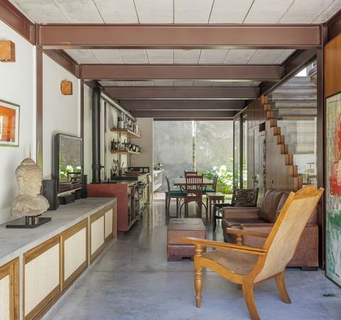 Casa de 173 m² tem arquitetura contemporânea e estrutura aparente