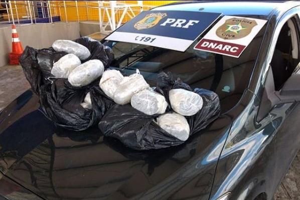 Casal é preso em flagrante em Atalaia, AL, transportando 20 kg de maconha de Pernambuco