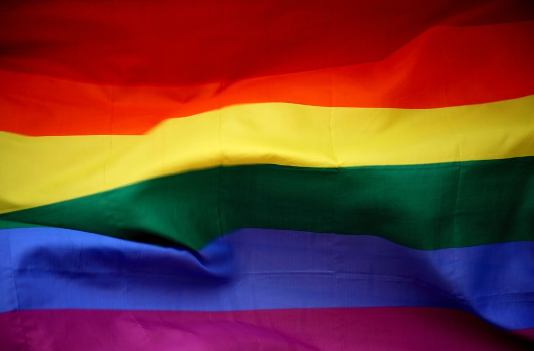 Família enterra travesti vestida de homem e causa indignação a representantes do movimento LGBTQIA+ em Sergipe