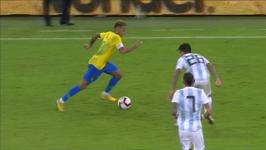 Capitão, garçom e falante, Neymar cumpre plano de Tite e se abre mais na seleção brasileira
