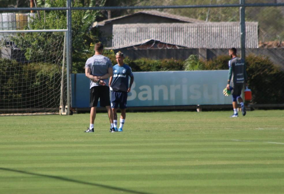 Ferreira foi afastado pelo Grêmio e treinava na transição — Foto: Lucas Bubols/GloboEsporte.com