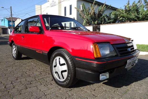 Chevrolet Monza S/R era a versão esportiva da gama (Foto: Reprodução)