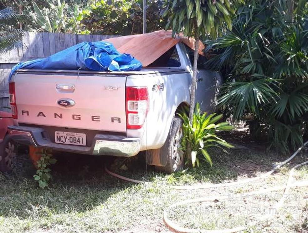Caminhonete roubada estava escondida em quintal de residência no Bairro Fátima  (Foto: WhatsApp / reprodução )