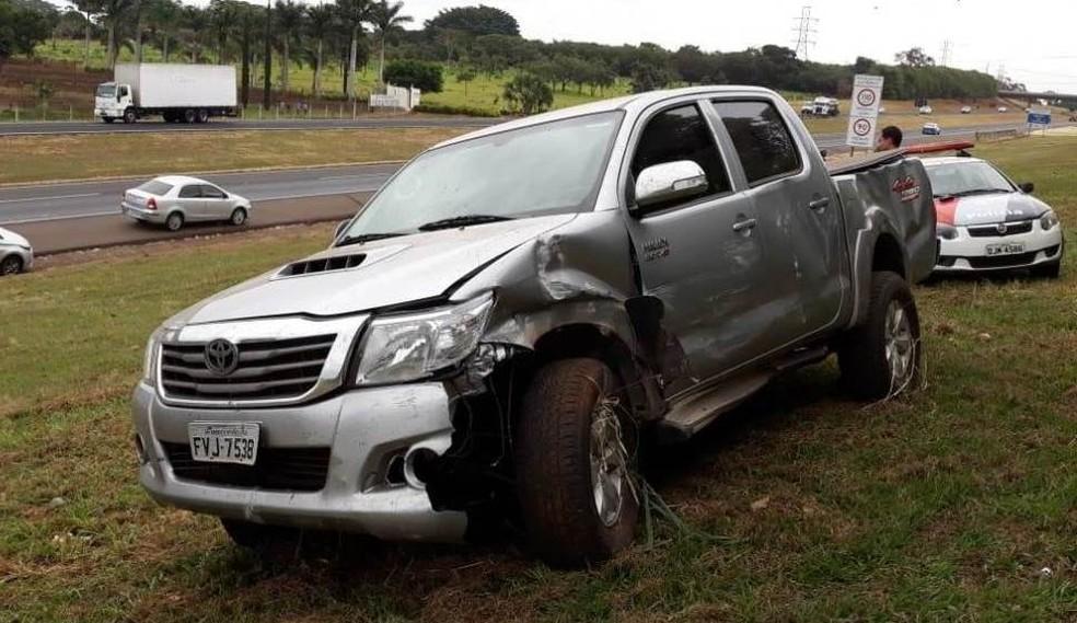 Caminhonete capotou durante perseguição na Rodovia Washington Luís em Araraquara (Foto: ACidadeON/Araraquara)