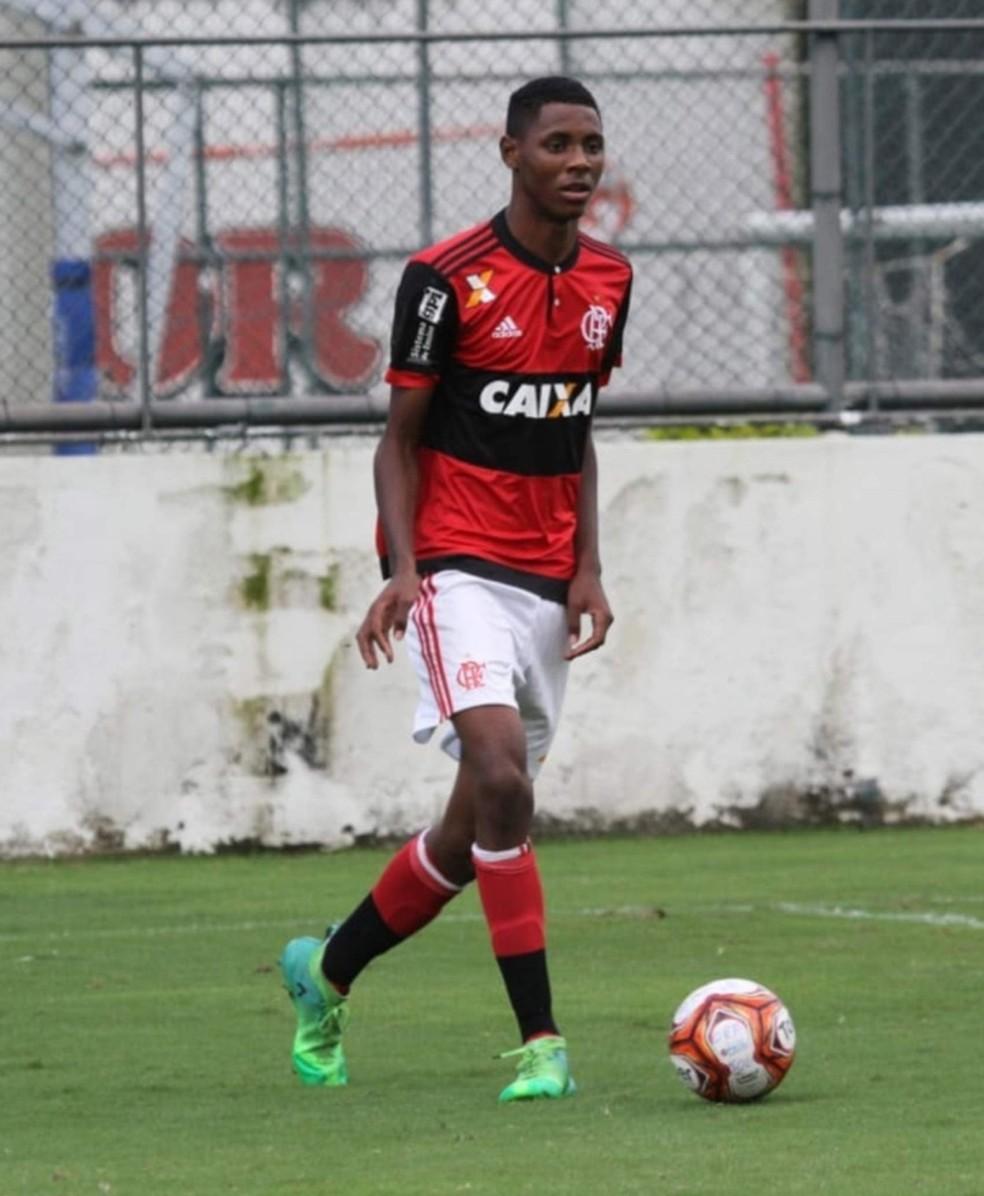 Jhonata vai poder voltar a jogar pelo Flamengo — Foto: Reprodução / Facebook