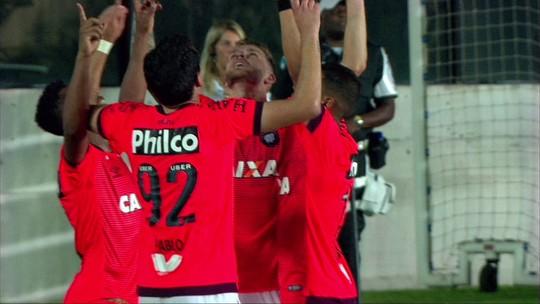 """Léo Pereira curte """"fase artilheira"""" e chega a cinco gols na temporada pelo Atlético-PR"""