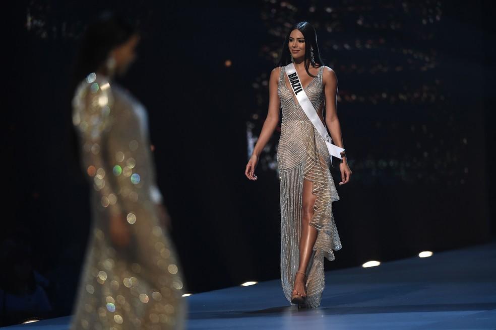 Mayra Dias, representante do Brasil, ficou entre as 20 semifinalistas do concurso  Miss Universo 2018  — Foto: Lillian Suwanrumpha / AFP