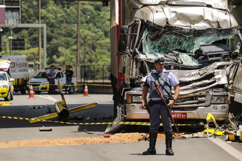 Local em que caiu o helicóptero que levava o jornalista Ricardo Boechat, na Rodovia Anhanguera, em SP — Foto: Marcelo Gonçalves/Sigmapress/Estadão Conteúdo