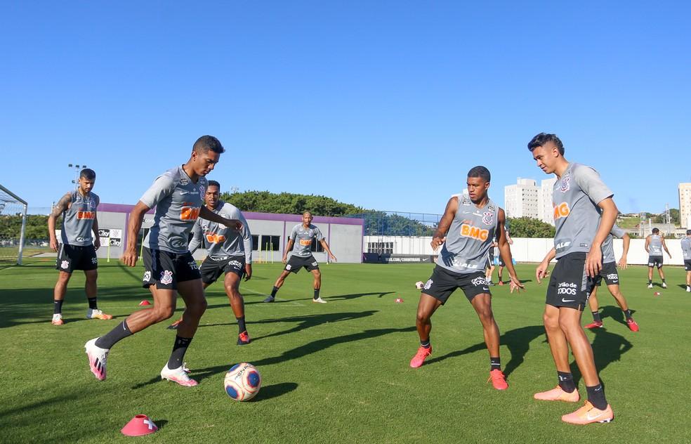 Cantillo participa de treino com o grupo do Corinthians — Foto: Rodrigo Coca/Ag.Corinthians