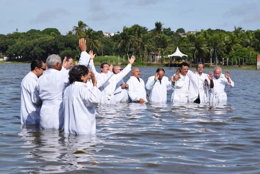Para os evangélicos, o batismo nas águas é um testemunho público de que o convertido aceitou Jesus e, com isso, uma mudança de vida (Foto: Richardson Hill)