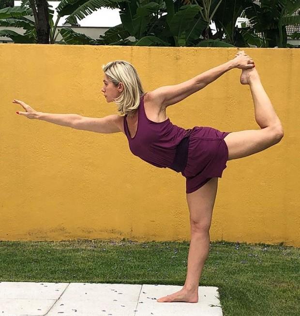Letícia Spiller convida seus seguidores a praticarem yoga (Foto: Instagram/ Reprodução)