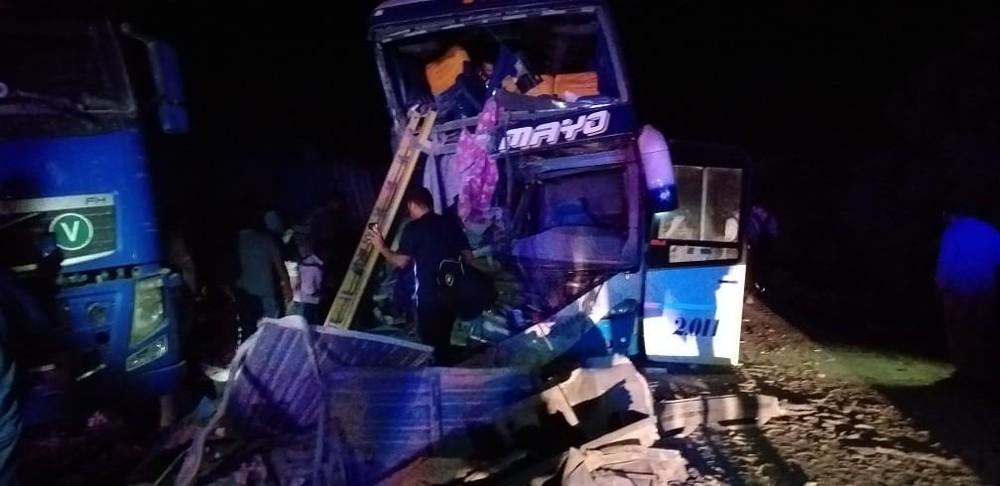 Além dos 5 mortos, 17 pessoas ficaram feridas com a colisão. — Foto: Diário Corumbaense