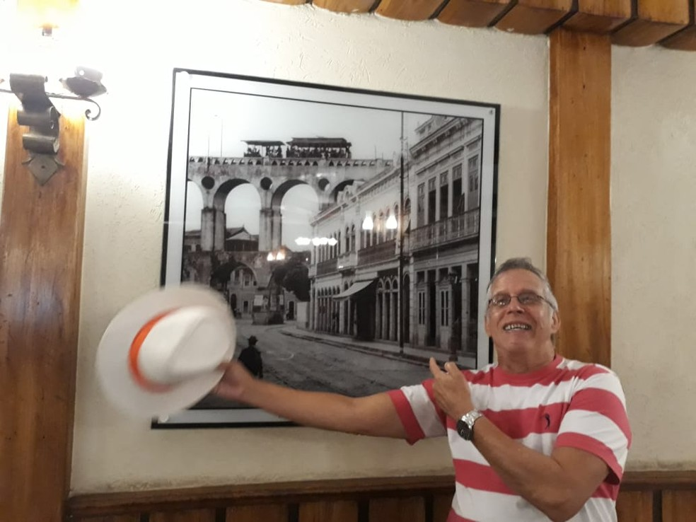 Bancário comemorou o aniversário de 66 anos dias antes de ser internado no Copa D'or, em Copacabana, na Zona Sul do Rio — Foto: Reprodução/Redes sociais