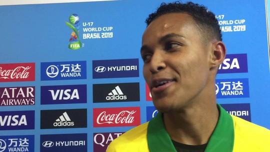 """Fora da lista inicial e com 30 minutos no Mundial, Lázaro entra para salvar o Brasil: """"Eu estava sentindo"""""""