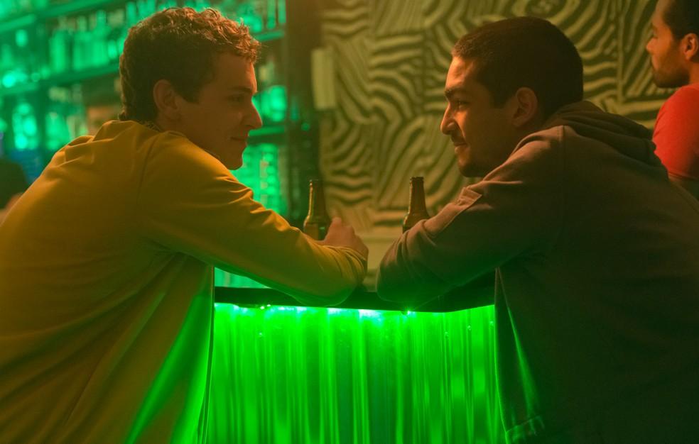 Omar Ayuso como Omar (à esquerda) e Arón Piper como Ander em cena da 1ª temporada de 'Elite', produção espanhola da Netflix — Foto: Manuel Fernandez-Valdes/Netflix