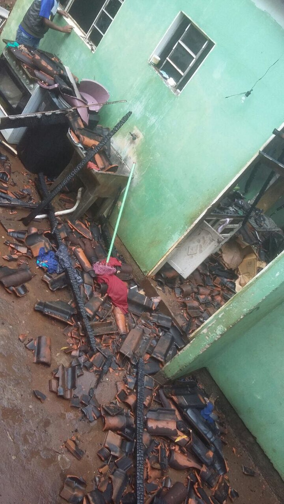 No momento em que o raio atingiu a residência, havia sete pessoas na casa; ninguém ficou ferido (Foto: Arquivo Pessoal/Ryan Felipe Gonçalves)