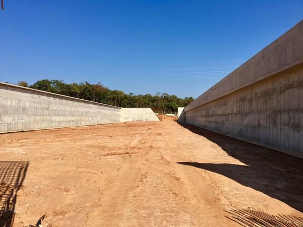 Obra da ETE Vargem Limpa em Bauru está parada e empresa pediu 11 novos aditivos — Foto: Willian Silva / TV TEM